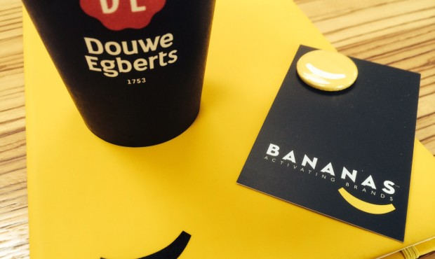 Bananas drinks Douwe Egberts