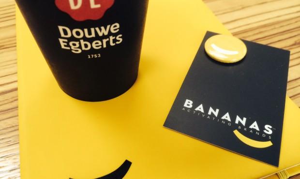 Bananas drinks Douwe Egberts